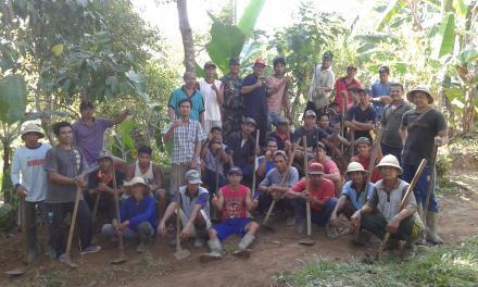 Kegiatan Gotongroyong Semester I di Desa Padangbulia