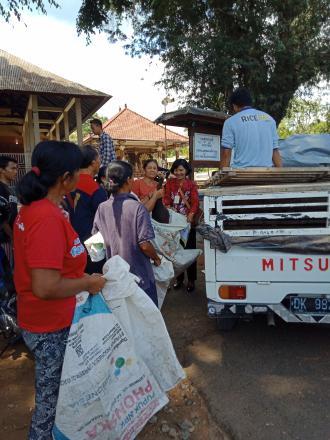 Bantuan Babi Bagi WRSE Desa Padangbulia