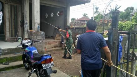 Penyemprotan Disinfektan Se-Wilayah Desa Padangbulia