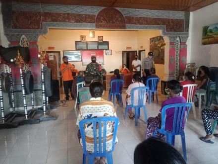 PT. Pos Singaraja distribusikan Bantuan Sosial Tunai Kemensos kepada 90 KPM Desa Padangbulia