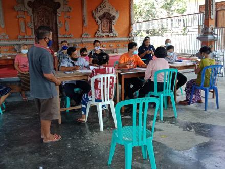 PT. Pos Singaraja distribusikan Bantuan Sosial Tunai Kemensos kepada 45 KPM Desa Padangbulia