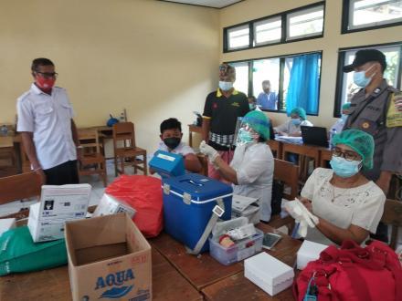 Puskesmas Sukasada I Lakukan Vaksinasi Anak Usia 12-17 Tahun di Desa Padangbulia